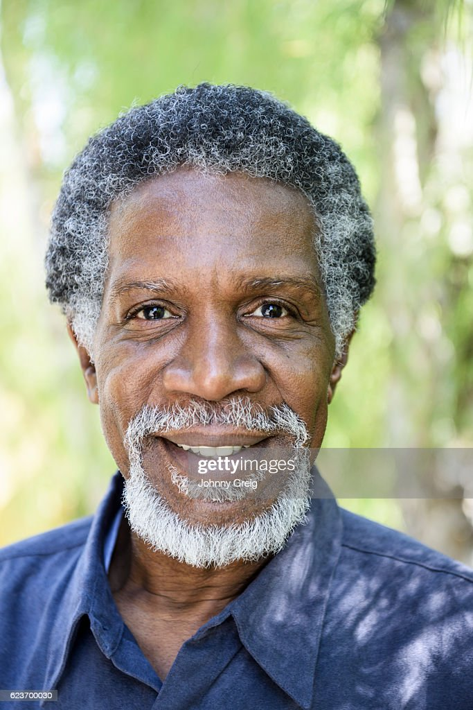 cheerful african american man with grey hair smiling ストックフォト