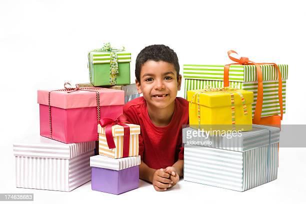 Alegre niño whit regalos
