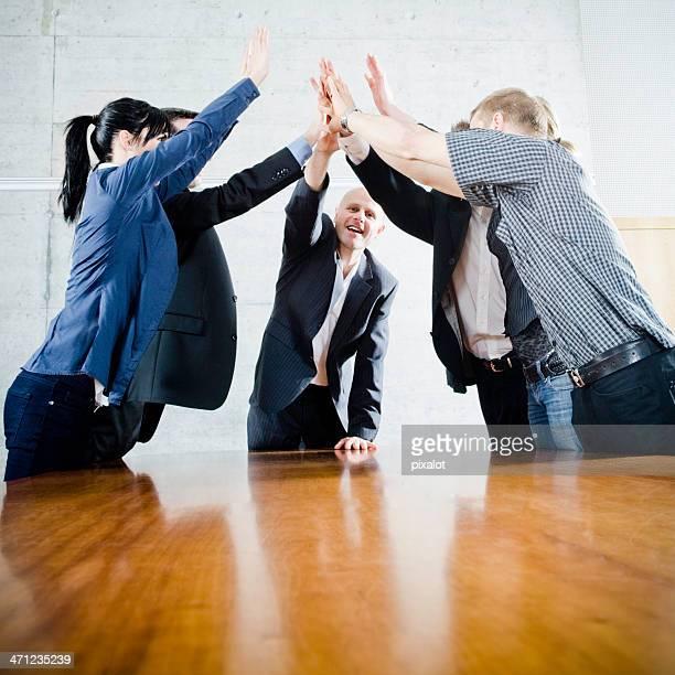Joyeuse équipe d'affaires