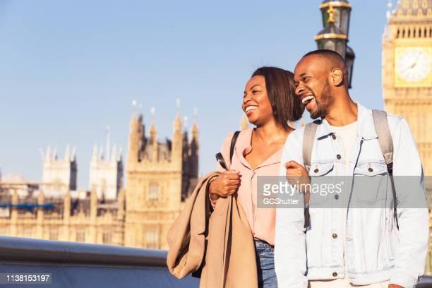 pares alegres que exploram londres - i love you frase em inglês - fotografias e filmes do acervo