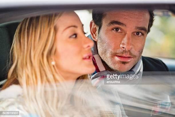 Alegre par interior de un vehículo