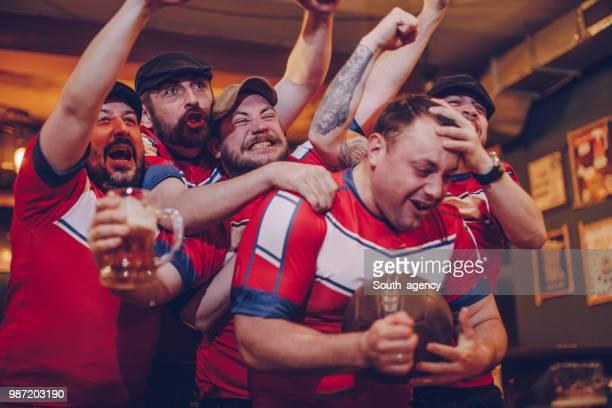 fröhlich fans - friendly match stock-fotos und bilder