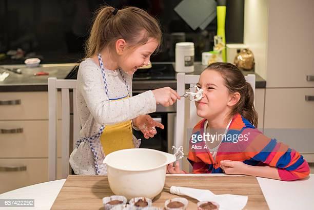 cheerful girls having fun with whipped cream - fazer um bolo - fotografias e filmes do acervo