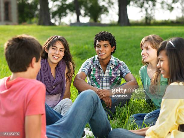Allegro gruppo di adolescenti
