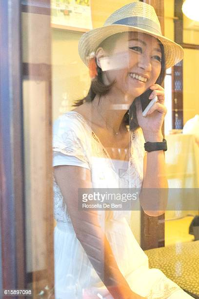 cheerful japanese women having a meeting in a tea house - lypsekyo16 stock pictures, royalty-free photos & images