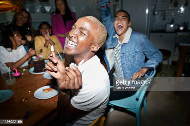 cheerful man celebrating birthday with friends - anniversaire humour photos et images de collection