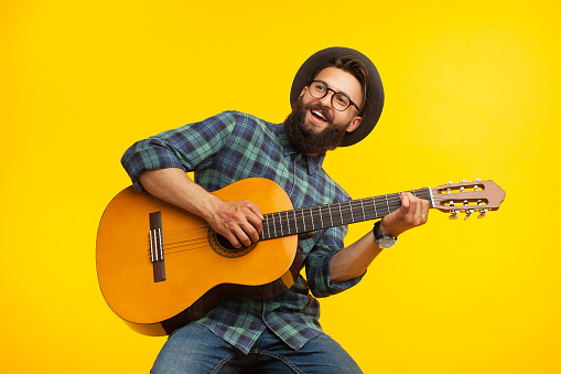 Cheerful musician with guitar 870764624