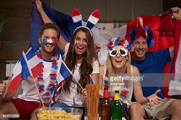 Français encourageant les fans de football à domicile