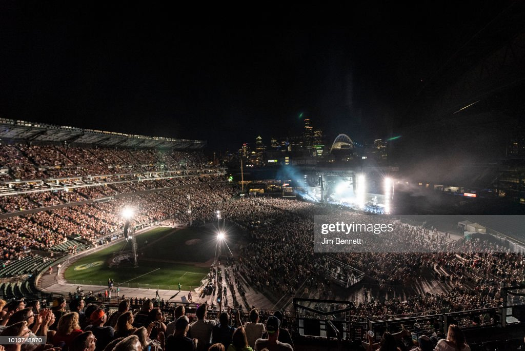 Cheerings fans fill Safeco Field for Pearl Jam's live performance on