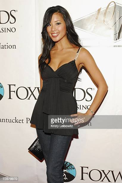 Cheerleader Alicia Lee poses at the Charity Celebrity Poker Tournament hosted by Alex Rodrigues at JayZ's Club 40/40 on November 15 2006 in New York...