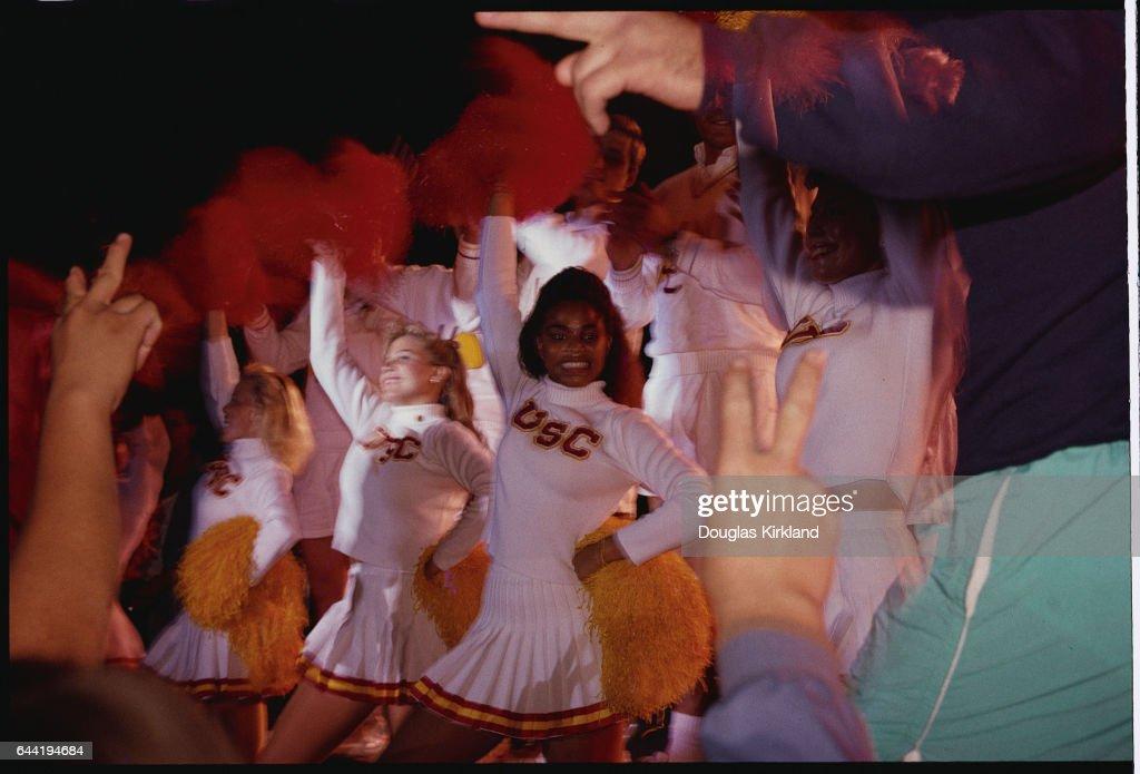 USC Cheerleaders : News Photo