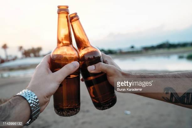 cheers (toast) - ビール瓶 ストックフォトと画像