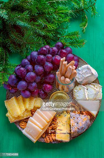 cheese and charcuterie board in new year and christmas decoration - aperitivo plato de comida - fotografias e filmes do acervo