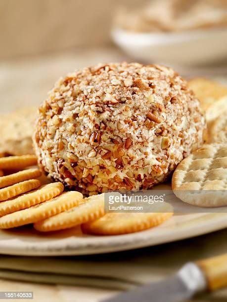 Bola de Queijo com bolachas salgadas (Crackers)