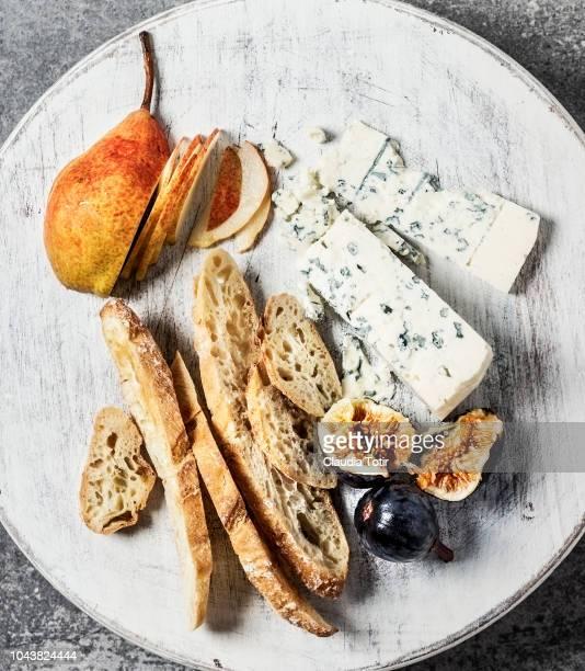 cheese board - französische kultur stock-fotos und bilder
