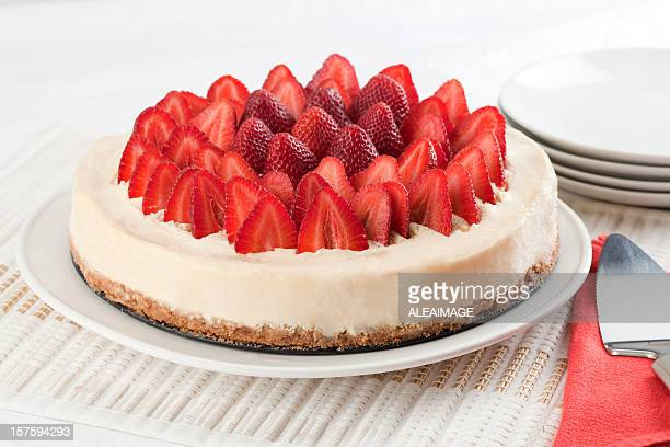 cheese cake with strawberries - cheesecake stock pictures, royalty-free photos & images