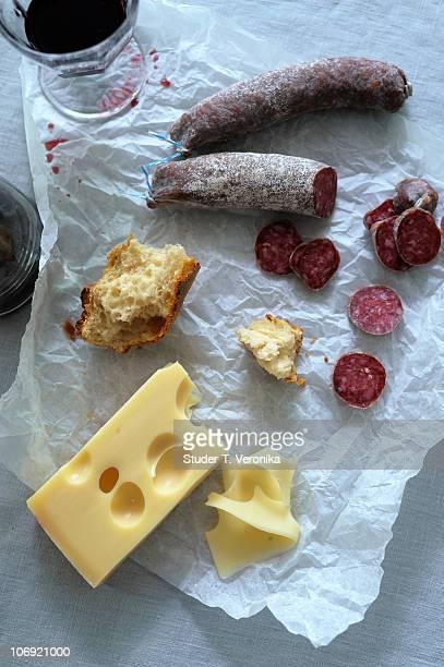 cheese, sausage and wine - schweizerische kultur stock-fotos und bilder