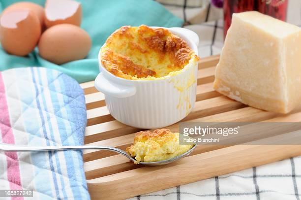 cheese soufflé - soufflé stock-fotos und bilder