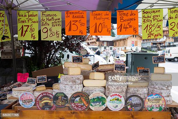 cheese stand in les gets market, french alps - alta saboya fotografías e imágenes de stock
