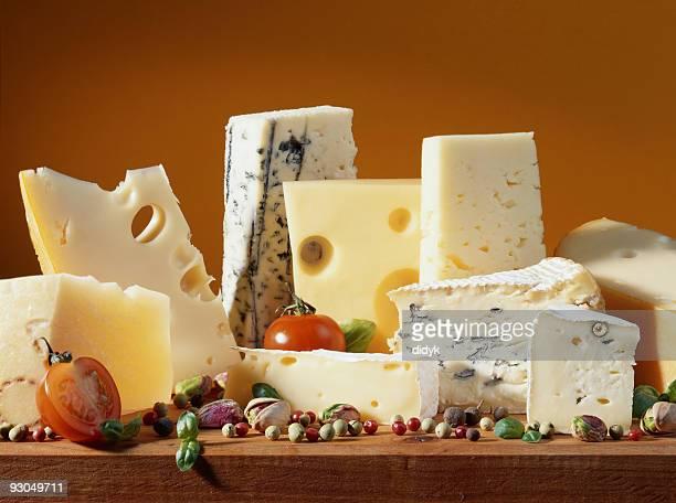cheese still life - zwitserse kaas stockfoto's en -beelden
