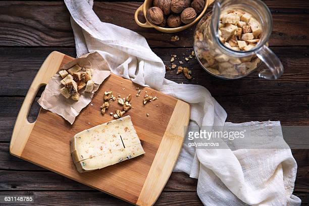 Cheese with croutons and walnuts