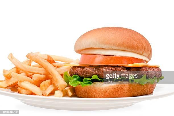 Cheeseburger et des frites
