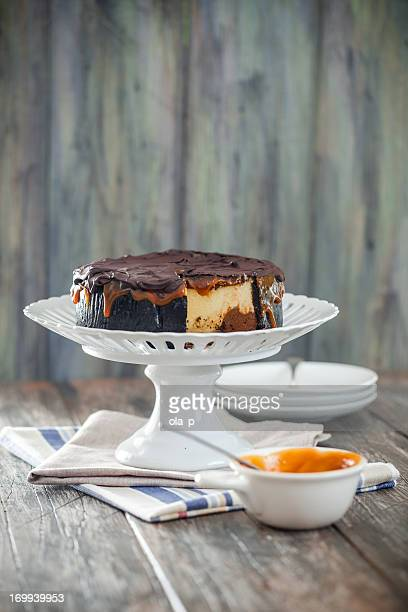 Cheesecake con chocolate y caramelo