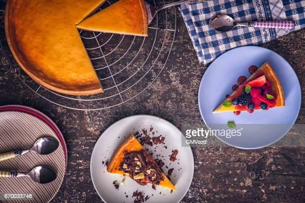 Kwarktaart met verse bessen en chocolade karamel
