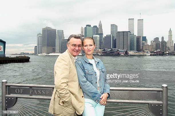 Chef Alain Ducasse With His Companion Gwenaelle In Nyc En Septembre 2000 à l'occasion d'une visite aux Etats Unis le chef cuisinier Alain DUCASSE et...