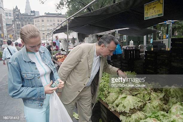 Chef Alain Ducasse With His Companion Gwenaelle In Nyc En Septembre 2000 à l'occasion d'une visite aux Etats Unis le chef cuisinier Alain DUCASSE...