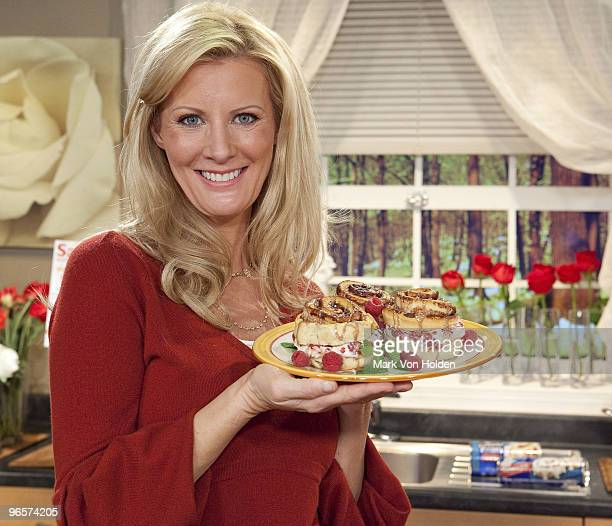 Chef and TV personality Sandra Lee shows off her creation during Sweet Sundays with Sandra Lee and Pillsbury at C and C Studio on February 10 2010 in...