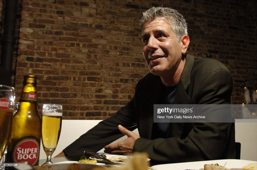 Chef Anthony Bourdain has a drink at Tintol restaurant in Ti : News Photo