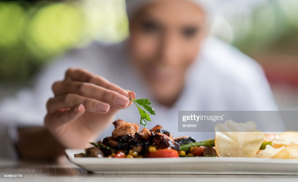 Chef decorating a plate : Stock Photo