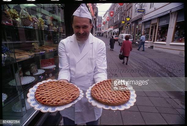 Chef Duchateau Holding Fresh Limburgse Vlaai