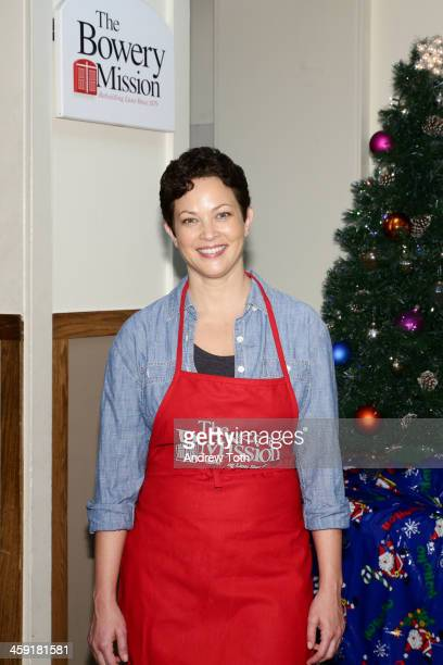Chef Ellie Krieger volunteers at The Bowery Mission as part of Feeding America's Going Home For Hunger holiday campaign at The Bowery Mission on...