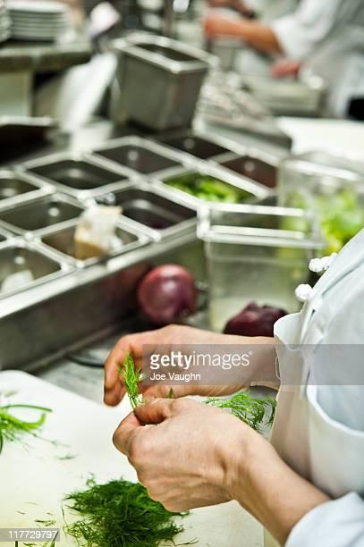 chef peeling herbs - 皮をむく ストックフォトと画像