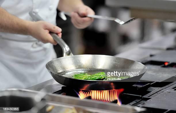 Le Chef préparer un repas