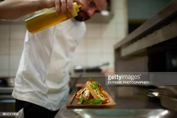 Le Chef préparer à manger