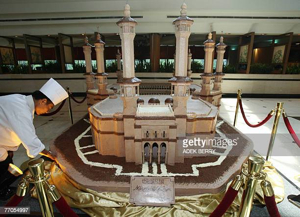 Chef puts the final touch to a giant replica of Masjidil Haram mosque made out of chocolates at a hotel in Jakarta, 27 September 2007. The replica of...