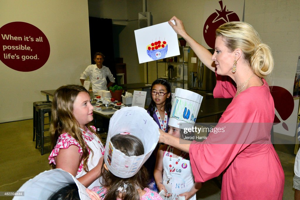 Chef Sandra Lee attends LG and Chef Sandra Lee Host LG Junior Chef Academy to celebrate the launch of the Door-in-Door Refrigerator with CustomChill, Benefiting No Kid Hungry at The Washbow on July 15, 2014 in Culver City, California.