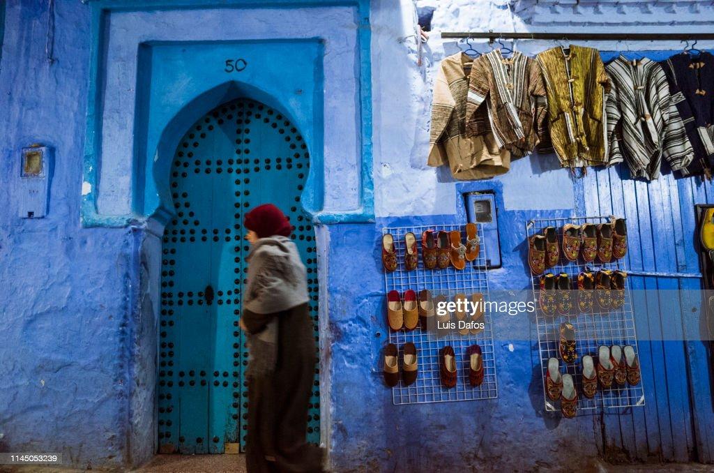 Chefchaouen, street scene, door : Foto de stock