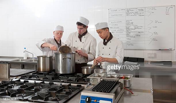 シェフが仕事でのレストラン「キッチン」