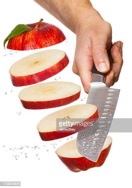 Chefkoch Messer Schneiden dünner-Up roten Apfel in Luft