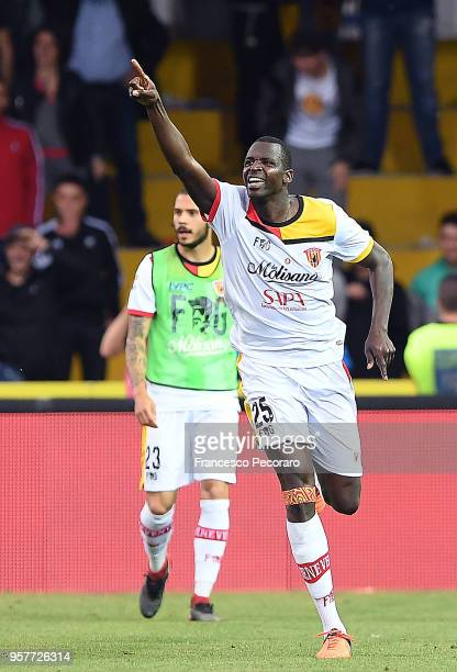 Cheick Diabatè of Benevento Calcio celebrates after scoring the 10 goal during the serie A match between Benevento Calcio and Genoa CFC at Stadio...