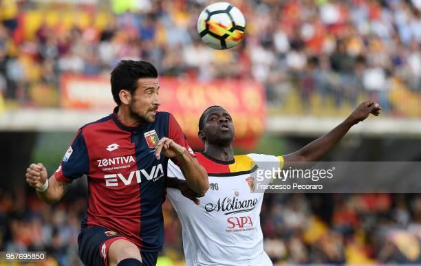Cheick Diabatè of Benevento Calcio vies with Nicolas Spolli of Genoa CFC during the serie A match between Benevento Calcio and Genoa CFC at Stadio...