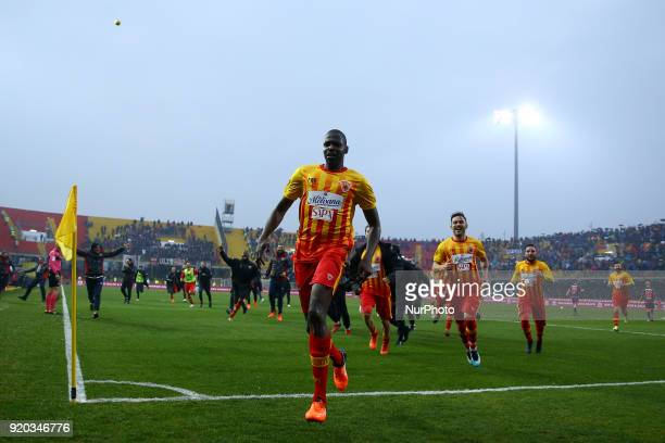 Cheick Diabate of Benevento celebrates with the teammates after the decisive goal scored during the serie A match between Benevento Calcio and FC...