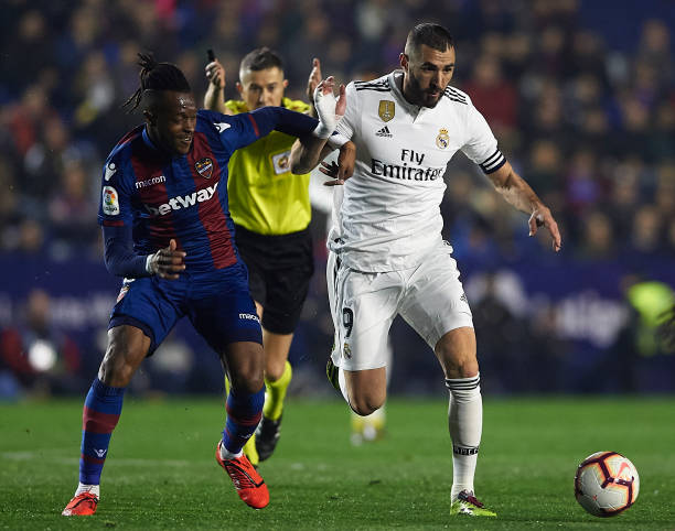 https://media.gettyimages.com/photos/cheik-doukoure-of-levante-competes-for-the-ball-with-karim-benzema-of-picture-id1131888007?b=1&k=6&m=1131888007&s=612x612&w=0&h=nZL3VoY9KaonNvrcJW565KnHhGoZ6P6nWW6X_0s-jkQ=