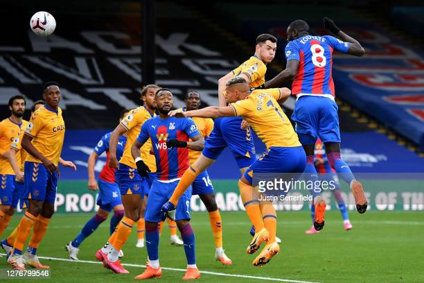 Cheikhou Kouyate of Crystal Palace scores his team's first goal during the Premier League match between Crystal Palace and Everton at Selhurst Park...