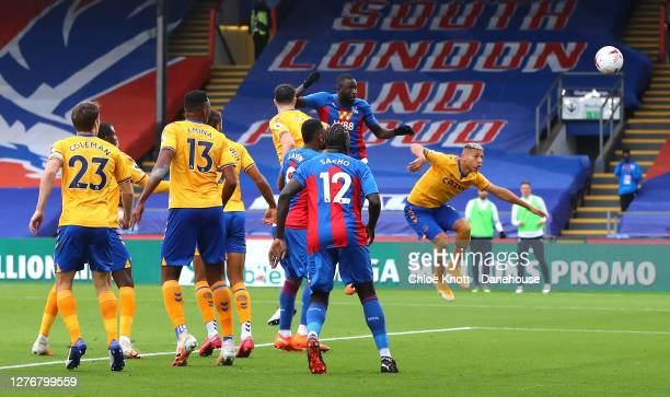 Cheikhou Kouyate of Crystal Palace scores his teams first goal during the Premier League match between Crystal Palace and Everton at Selhurst Park on...