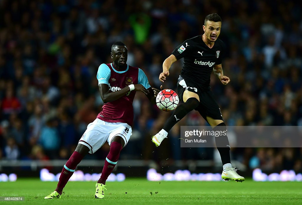 Cheikhou Kouyate of West Ham (L) battles for the ball with Fernando Boldrin of Astra Giurgiu during the UEFA Europa League third qualifying round match between West Ham United and Astra Giurgiu at the Boleyn Ground on July 30, 2015 in London, England.